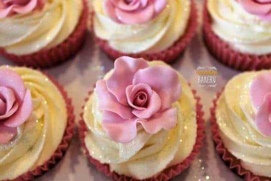 Cupcakes instead of cake are one way to lower average wedding costs.